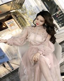 优雅甜美公主风灯笼袖收腰透视网纱立体花朵蕾丝花边拼接中长款连衣裙